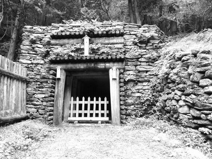 坑道入口の一つ。坑道は高い所で海抜1200m、低い所で海面下1000m。鉱山内は巨大なありの巣のようで、坑道の全長は700kmに及ぶ